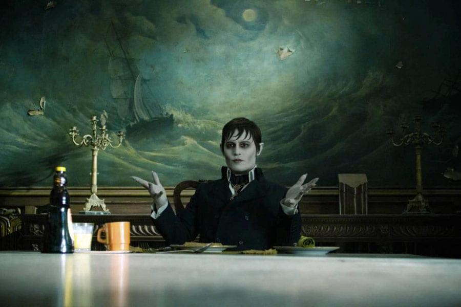 """Jako Barnabas Collins w filmie """"Mroczne cienie"""" (2012), reż. Tim Burton"""