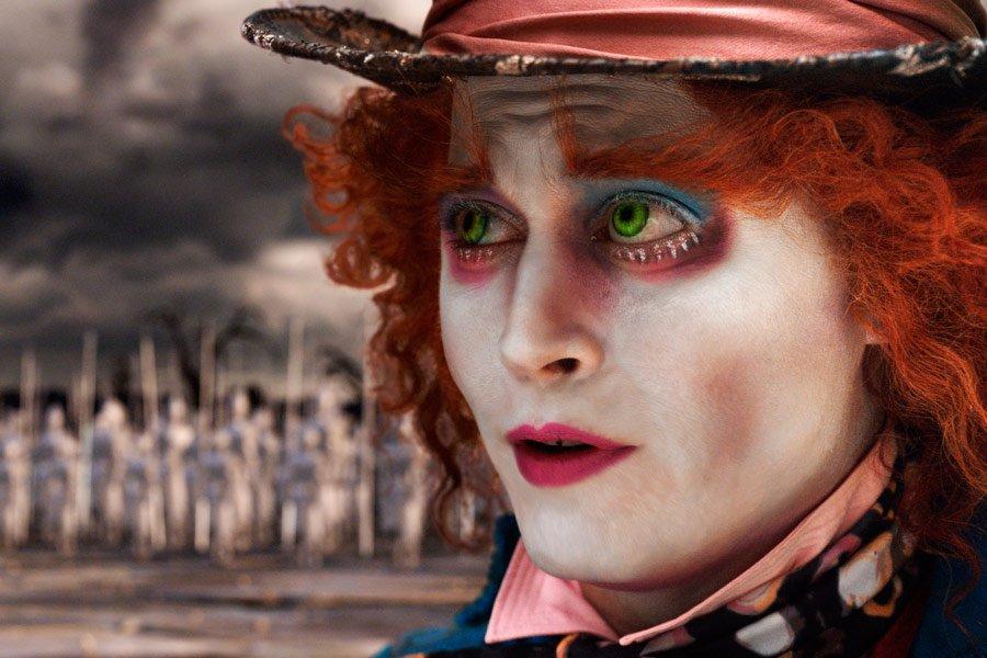 """Jako Szalony Kapelusznik w filmie """"Alicja w Krainie Czarów"""" (2010), reż. Tim Burton"""