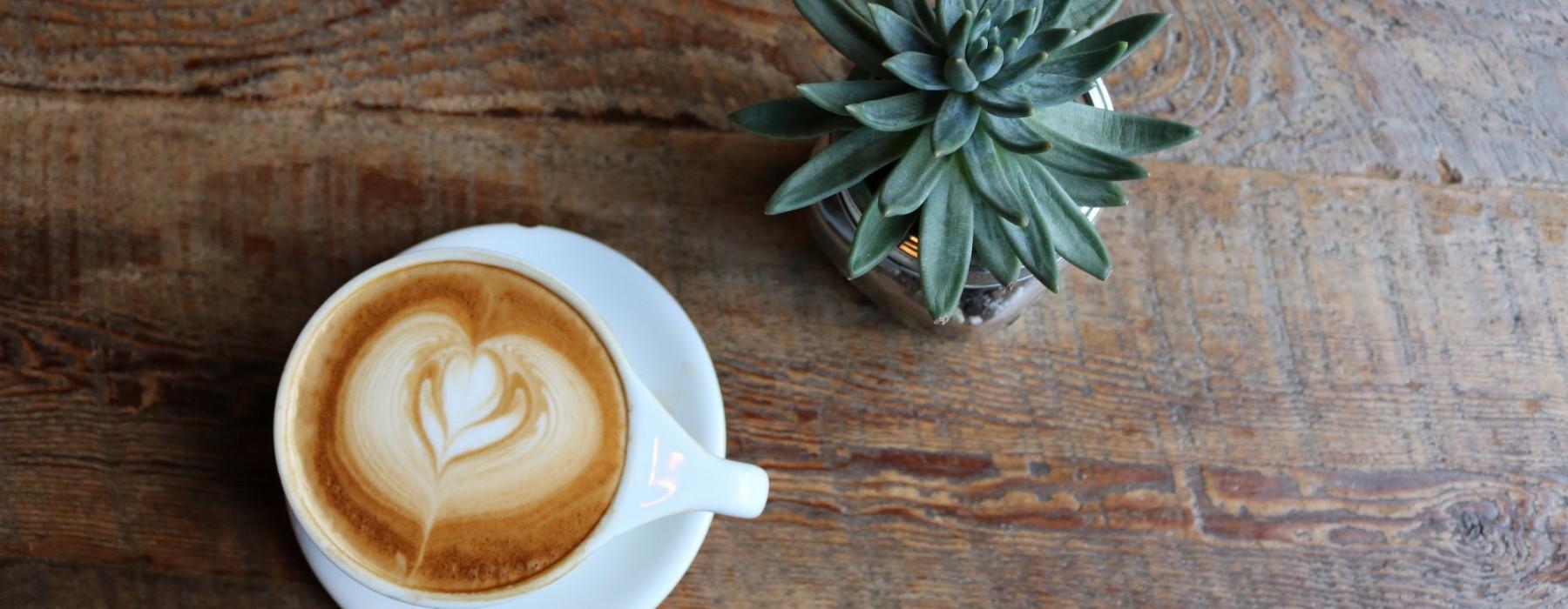 Podano do łóżka #44: Kawa, obrazy i uliczna magia
