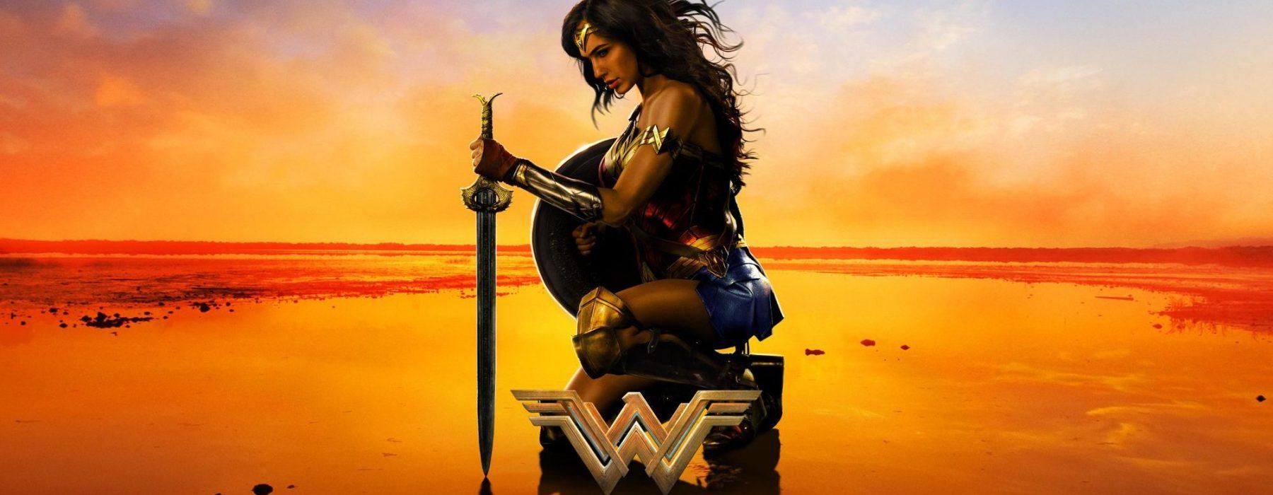 """""""Wonder Woman"""": Zbawienie przyjdzie w kusej spódniczce"""