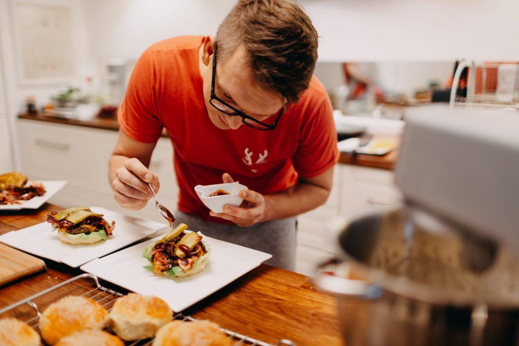 jak dekorować domowe hamburgery