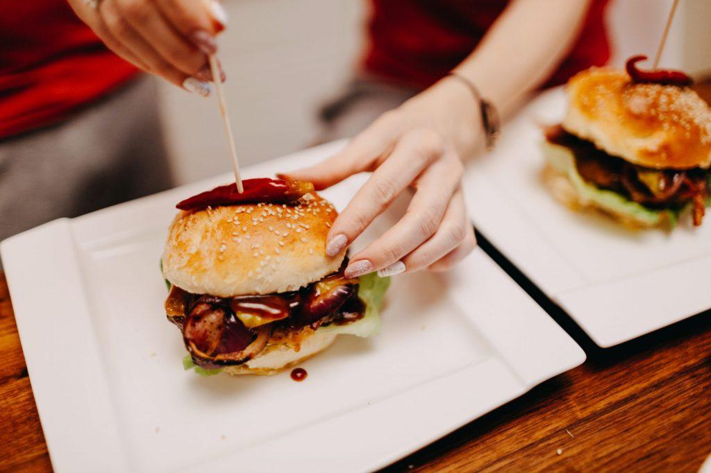 czym ozdobić hamburgery