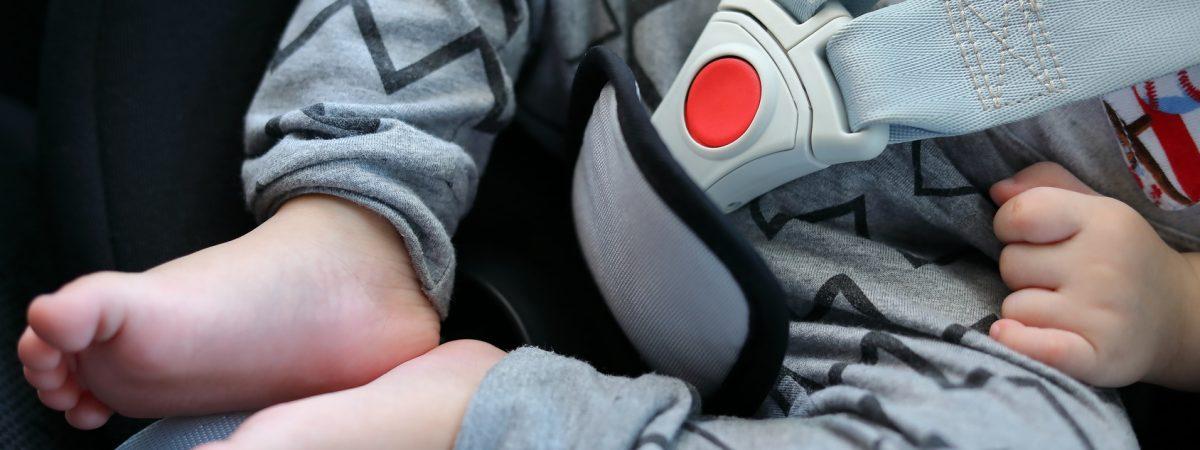 Nie zostawiaj dziecka w aucie! W 15 minut może umrzeć w męczarniach