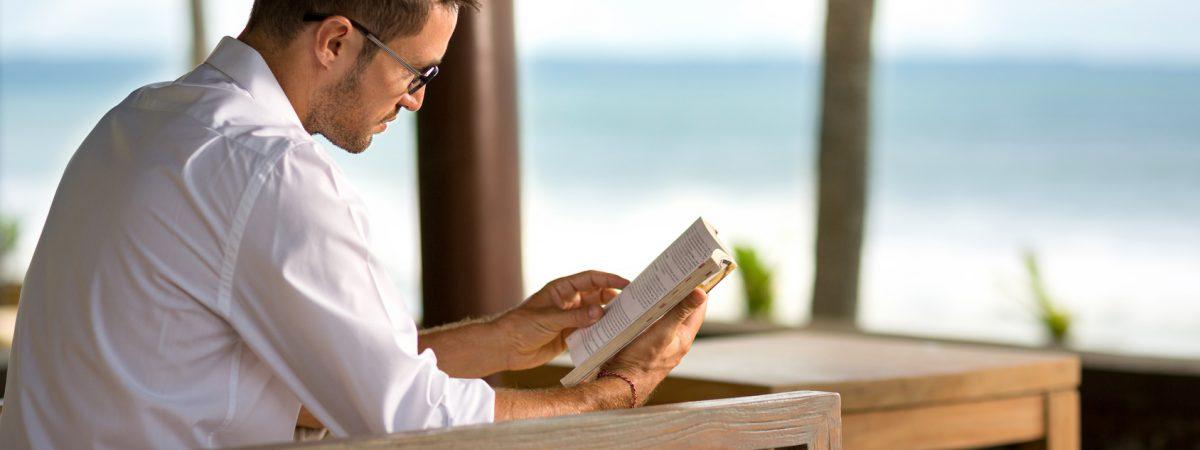 Nie ufaj facetowi, który nie czyta książek. Czyli 15 tytułów na prezent na Dzień Chłopaka