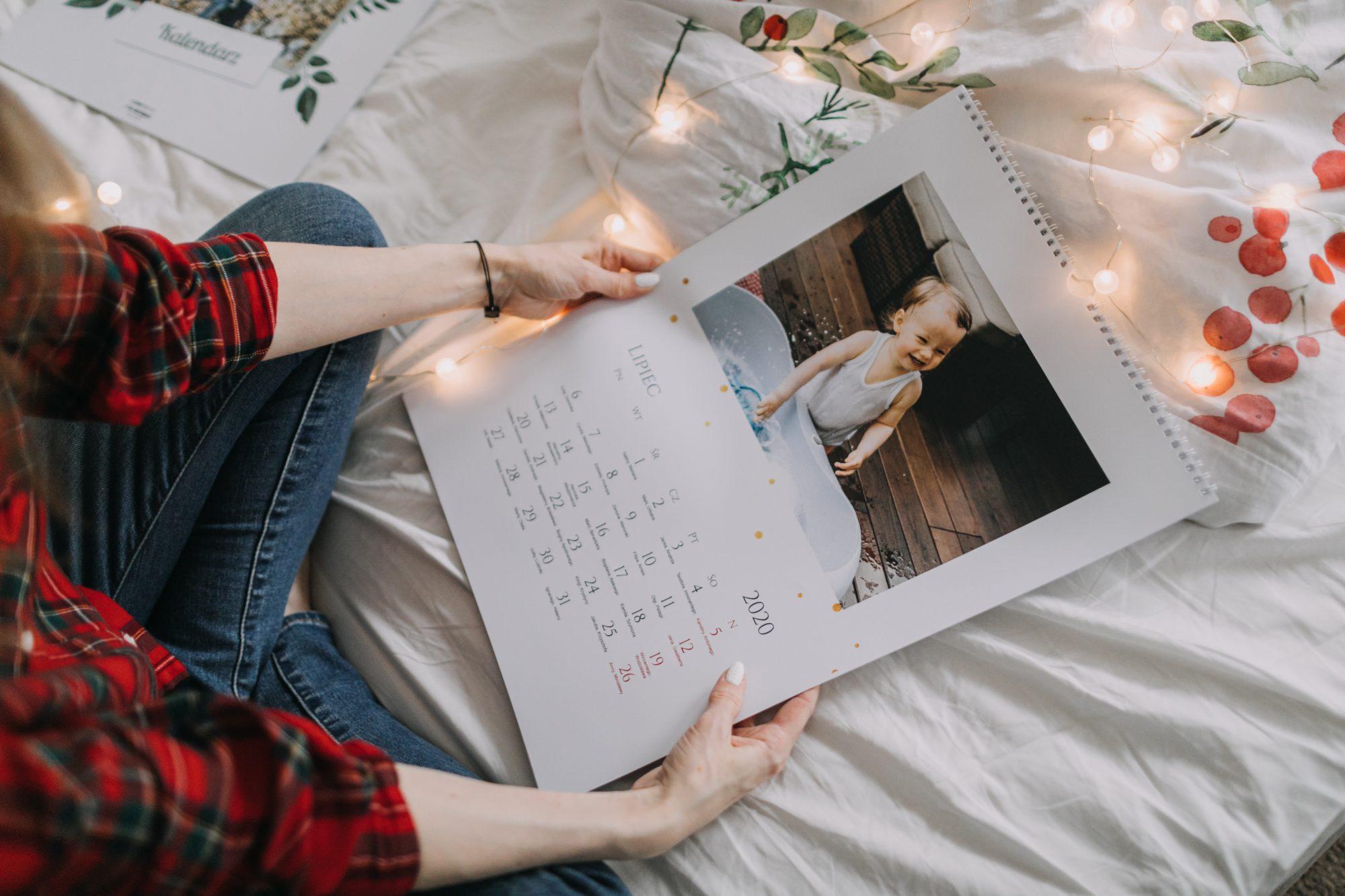 biało-złoty kalendarz