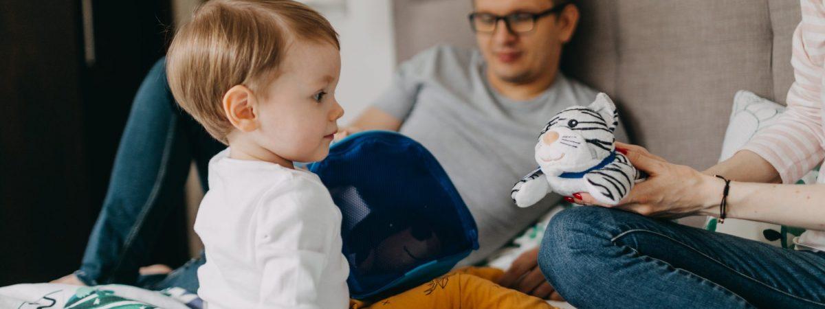 Czym zająć małe dziecko, żeby nie zwariować? Zabawki dla trzylatka