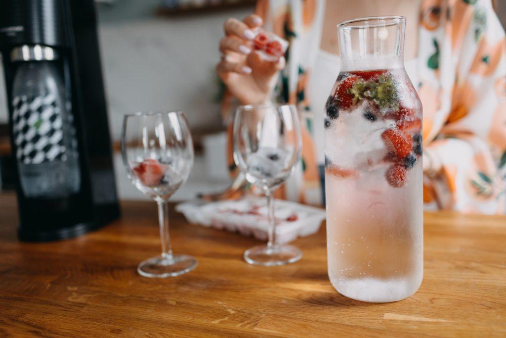 jak zrobić wodę gazowaną do drinków